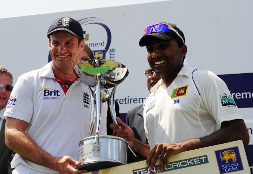 Mahela Jayawardene and Andrew Strauss share trophy.