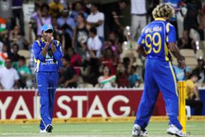 Lasith Malinga blotches a run out