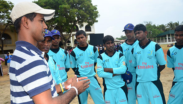 Sri Lankan cricketer Nuwan Kulasekara provides valuable tips to cricketers from the north.