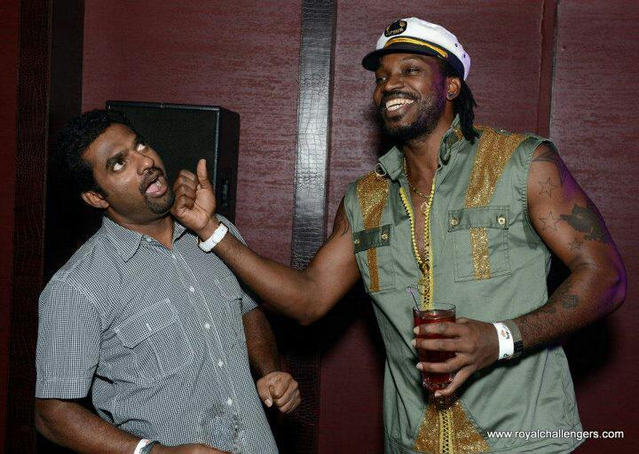 Gayle punches Murali in the face