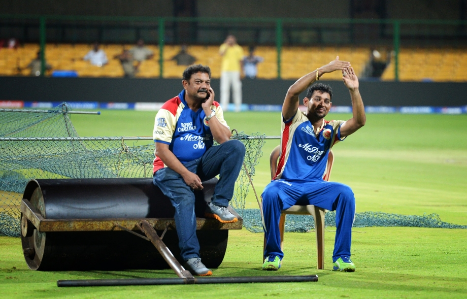 Dilshan relaxes during a practise session