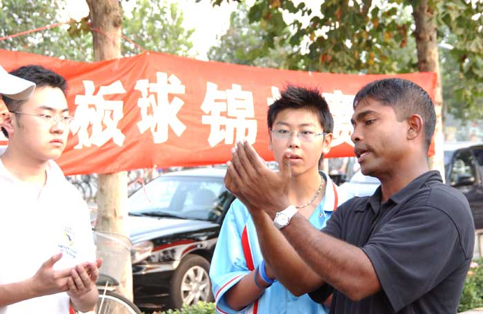 Chinese cricketers take tips from Kaluwitharana