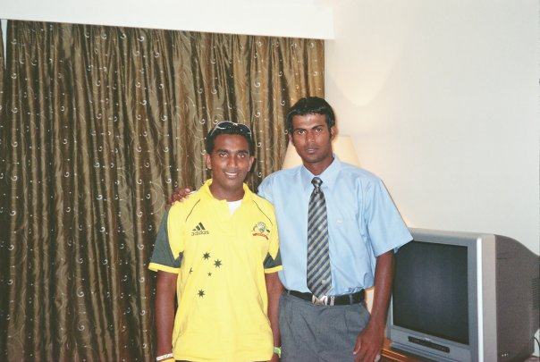 Upul Tharanga poses with a fan