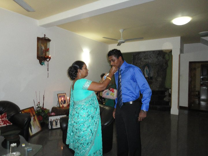 Ajantha Mendis with his mother