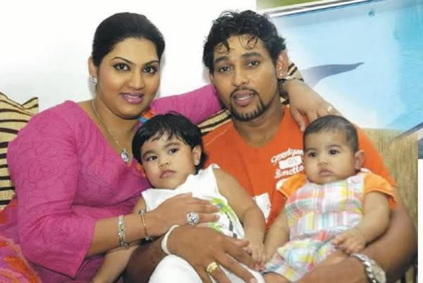 Tillakaratne Dilshan with his wife and kids