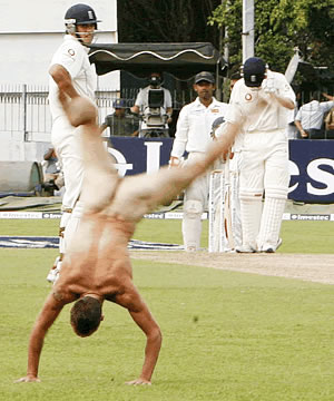 English cricket supporter becomes the first streaker to invade a cricket ground in Sri Lanka