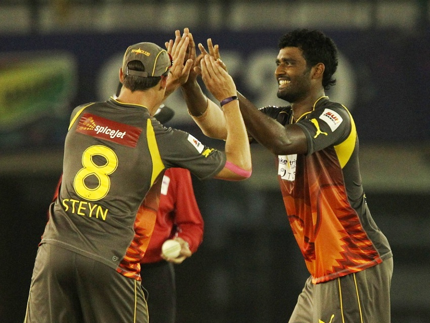 Thisara and Steyn celebrating a wicket