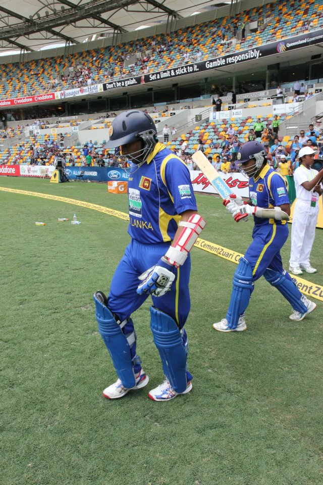 Dilshan and Jayawardene walk out to bat at the Gabba