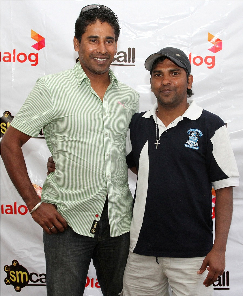 Chaminda Vaas poses with a fan