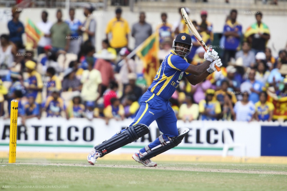 Angelo Mathews in action against India, Match 5, CB Series, 2012