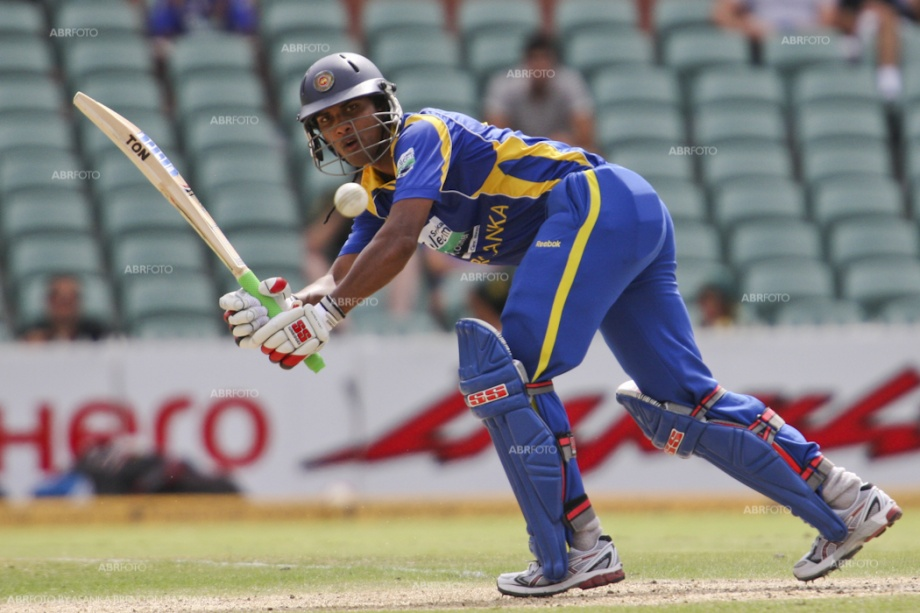 Dinesh Chandimal in action against India, Match 5, CB Series, 2012