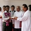 Mahinda Rajapaksa presents Golden Award to Muttiah Muralitharan