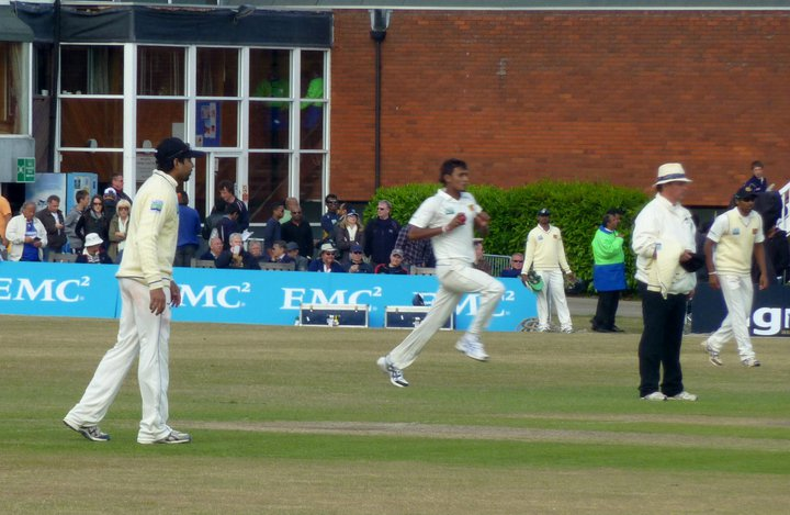 Lakmal bowling during the Middlesex warm up match