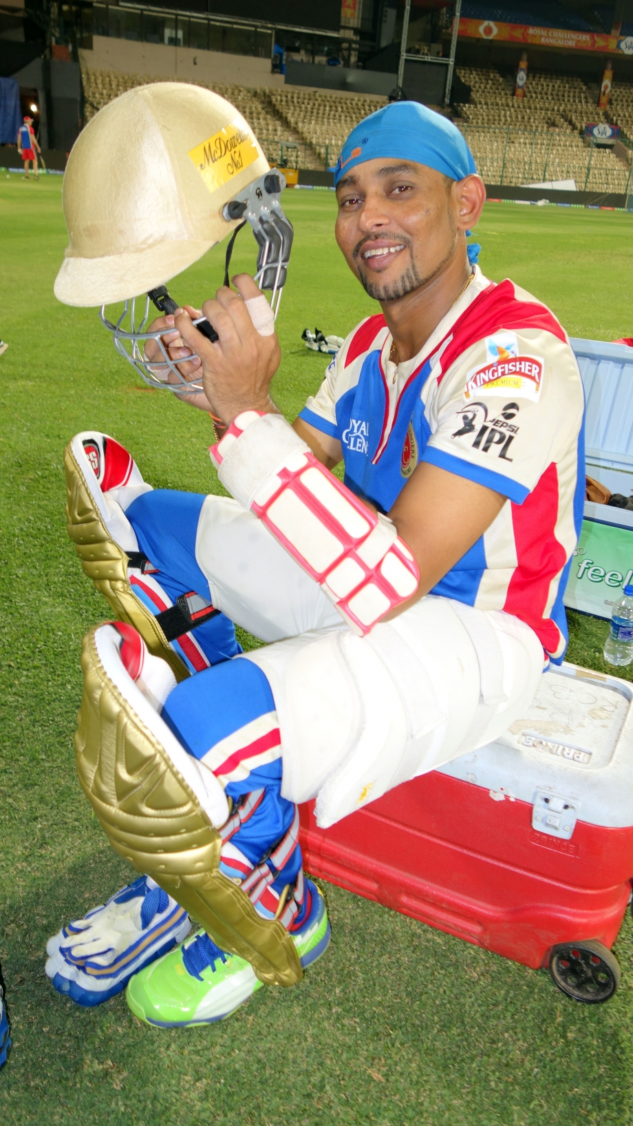 Dilshan gets ready to bat during RCB practise session at IPL