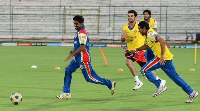Muralitharan shows off his football skills
