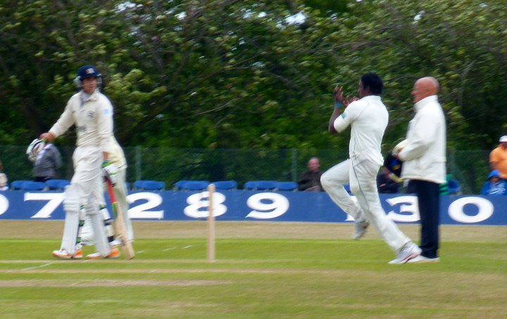 Mendis bowling during the Middlesex warm up match