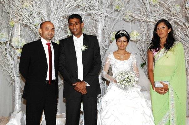 Marvan Atapattu and wife pose with Farveez Maharoof and his wife