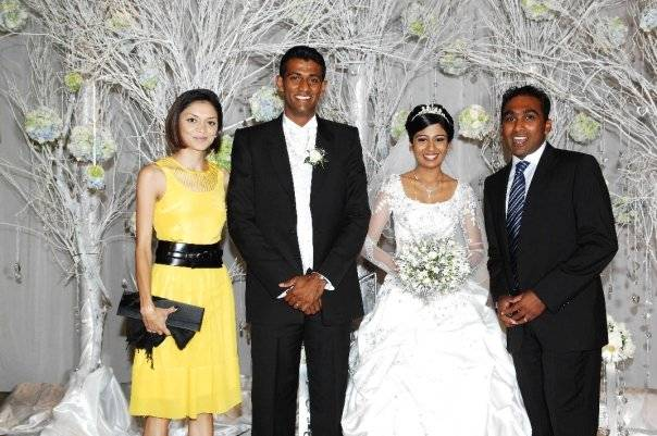 Mr and Mrs Jayawardena pose with Farveez Maharoof and wife
