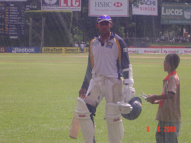Dilshan acknowledges a young fan