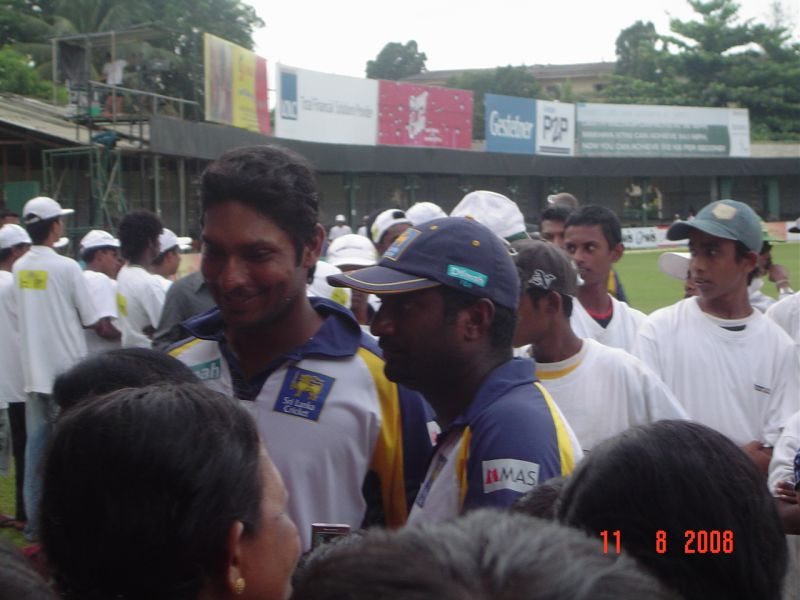 Sangakkara and Muralitharan after winning the test series v India, Aug 2008
