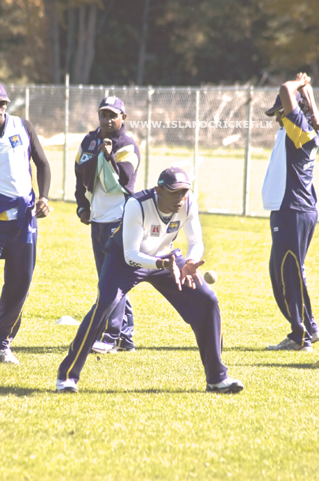 Thilan Thushara takes a low catch as Jayasuriya watches on