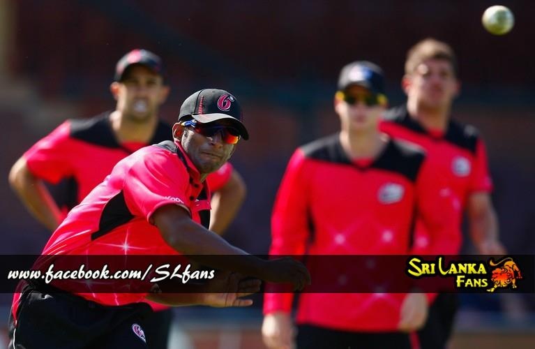Jeevan Mendis practices with the Sydney Sixers