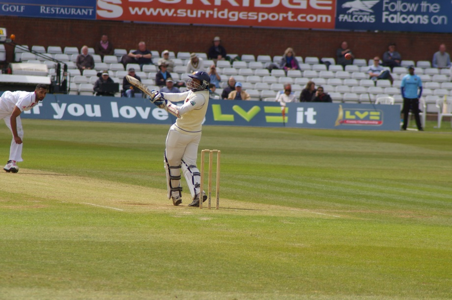 Dilshan brings the pull-shot out