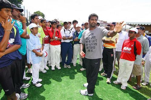 Murali talks to young cricketers