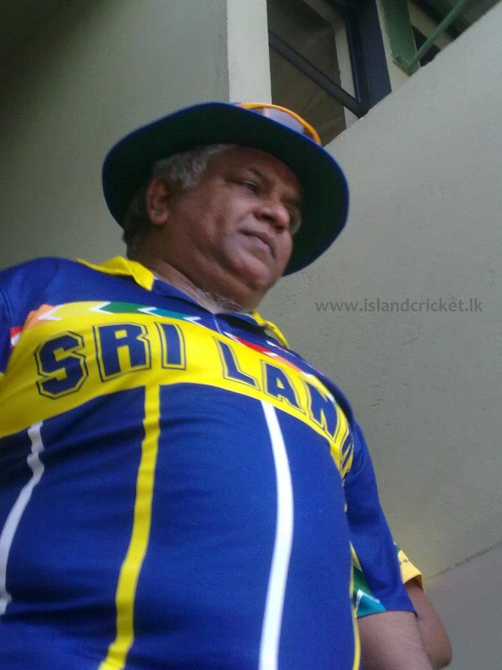 Arjuna Ranatunga gets ready to lead his 1996 WC winning team