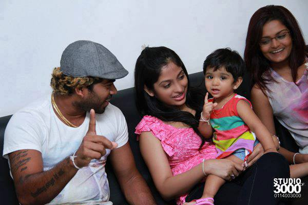 Lasith Malinga with his wife and daughter