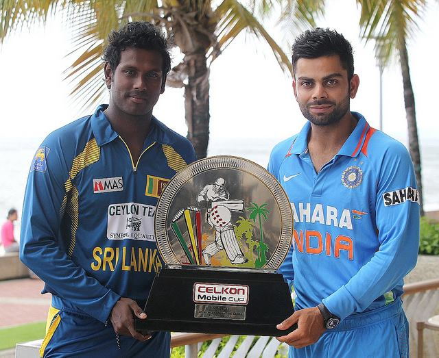 Captains Angelo Mathews and Virat Kohli pose with the Celkon Mobile Cup