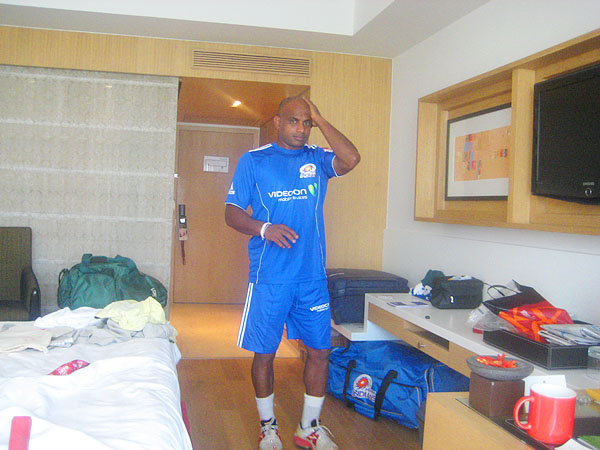 Sanath gets ready for Mumbai Indians practice session