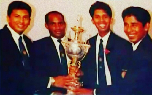 Mahanama, Jayasuriya, Dharmasena and  Vaas pose with the World Cup