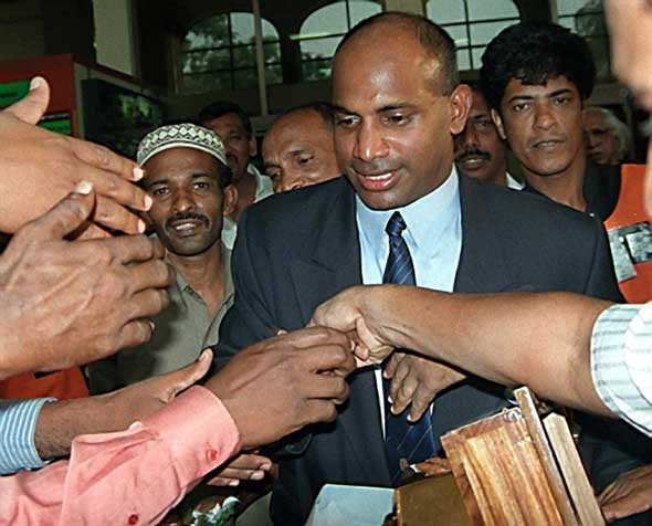 Photo: Fans and well wishers mob Jayasuriya.