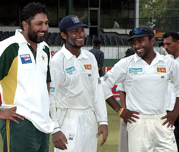 Jayawardene and Sangakkara share a light moment with Inzi