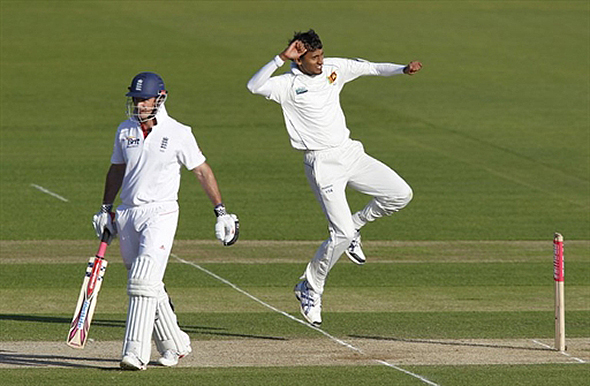 Lakmal celebrates the wicket of Strauss