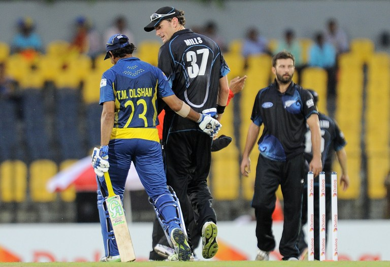 Dilshan and Mills walk off together as rain halts play