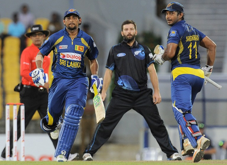 Sangakkara and Dilshan put on 100-run partnership