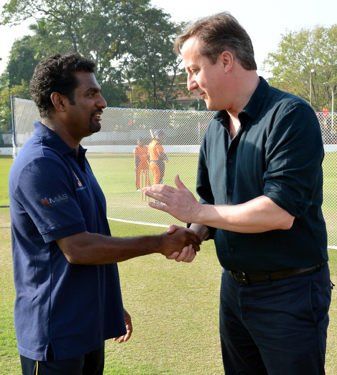 British PM Cameron meets Sri Lanka cricket legend Muralitharan
